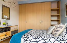 Dormitorios de estilo moderno de Erika Winters® Design